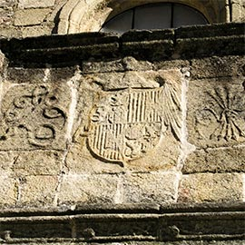 Image of a Francoist symbol on a building in Barcelona