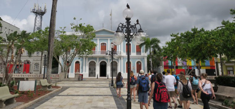 Students touring Puerto Rico city