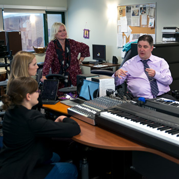Cabinet minister's visit highlights Laurier's music therapy programs